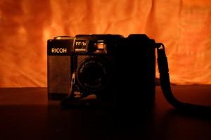 ヨドバシの店員さんが差出したリコーのカメラには燃えるような後光が差していた